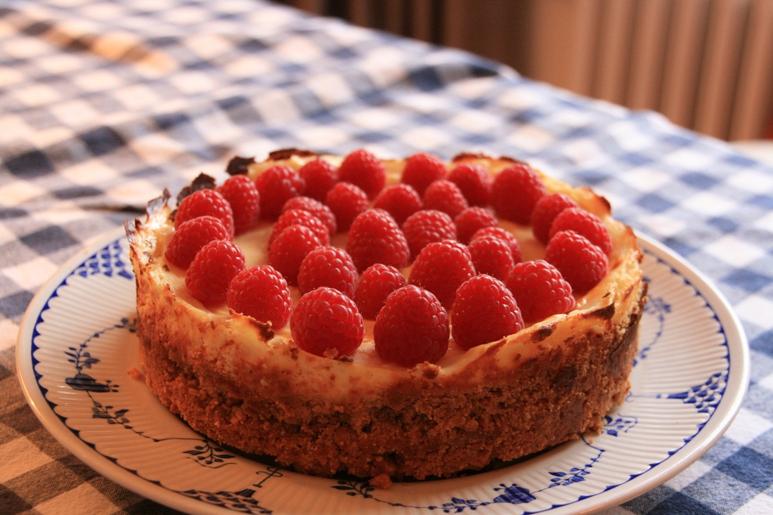 Easy New York Cheesecake with Raspberries